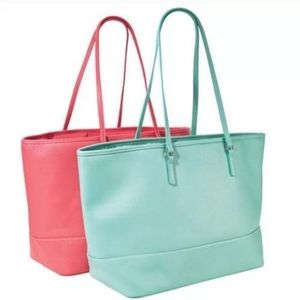 AVON  MINT GREEN TOTE HAND BAG.